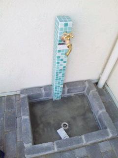お店の前の水栓柱☆